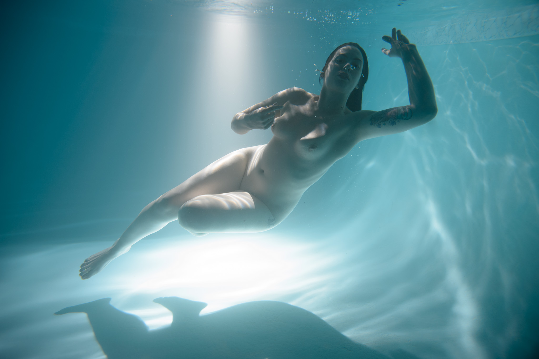 holding-naked-women-underwater-movies